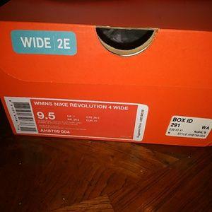 Women's Nike Revolution 4 y w2e